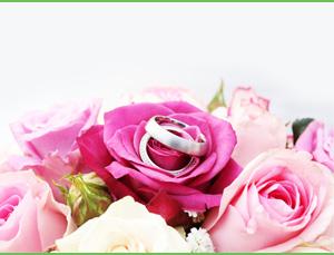 Wir kümmern uns gerne um stilvollen Hochzeitsschmuck